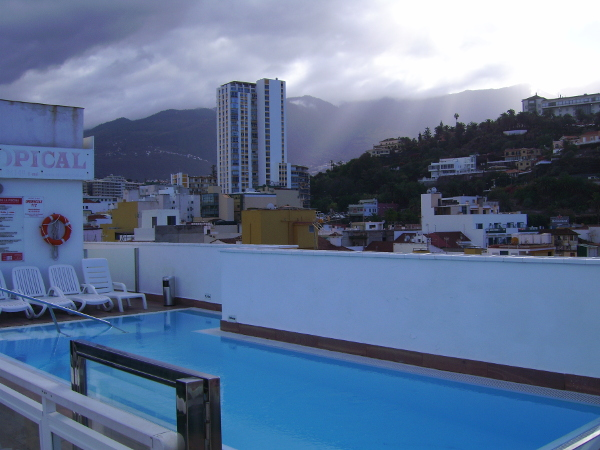 Hotelpool auf dem Dach in Puerto de la Cruz