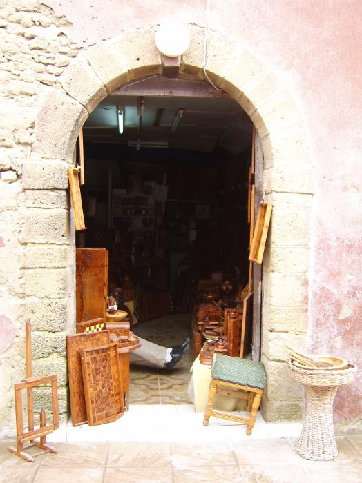 Altstadt Essaouira: Intarsien - Arbeiten im angebot eines Händlers