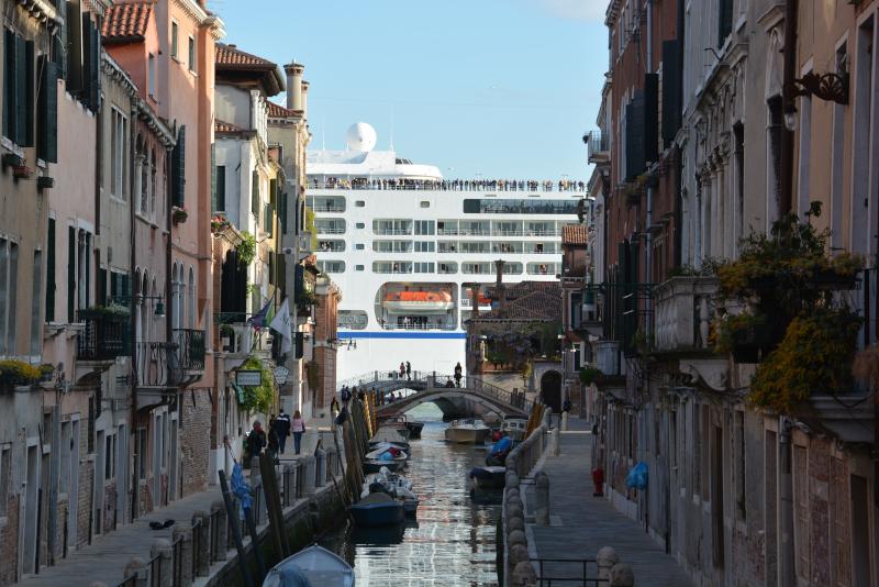 Kreuzfahrtschiff passiert C.Giudecca in Venedig
