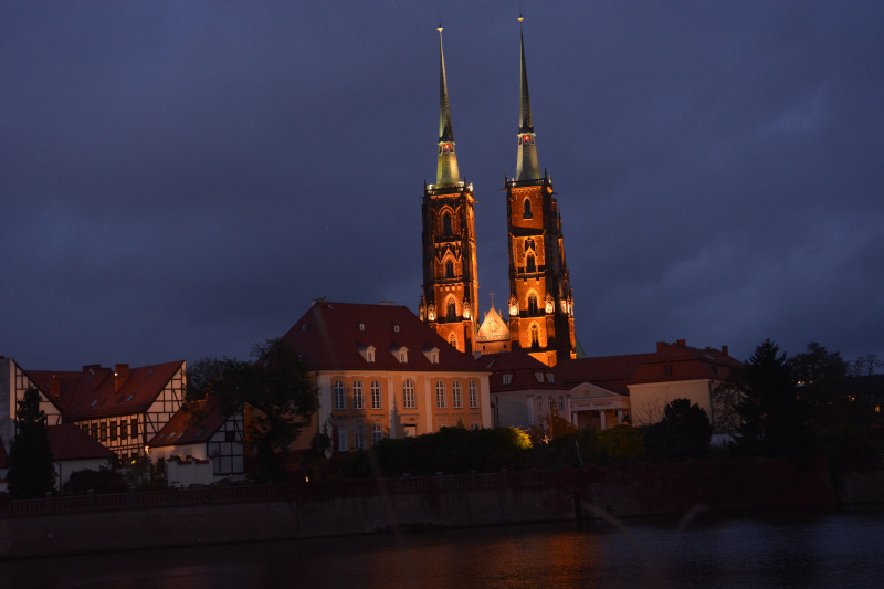 Dominsel Wroclaw - Nachtansicht über die Oder in Breslau