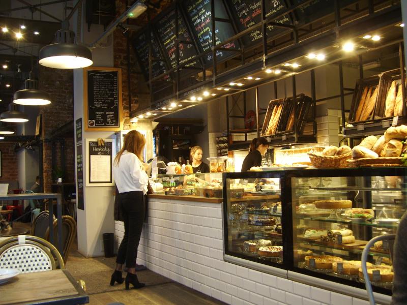 Wroclaw / Breslau Tresen in Café Vincent - leckere Frühstücks - Angebote!