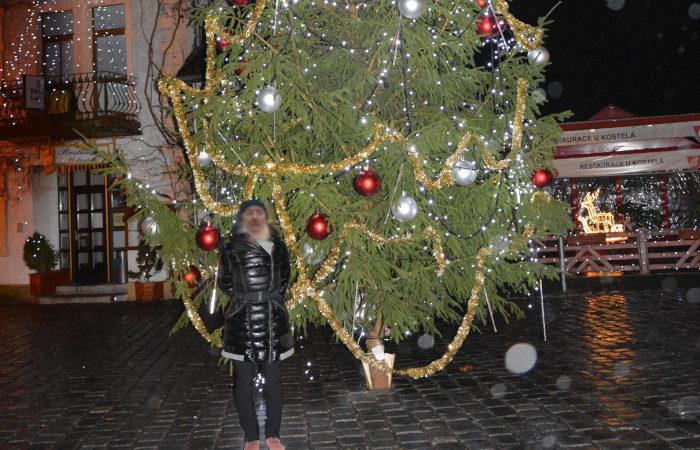 Weihnachtsmarkt mit Daunenjacke
