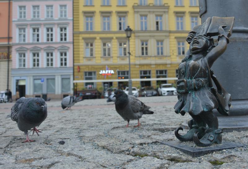 Wroclaw Dwarfs: Book dwarf lady / Breslauer Zwerge: Bücherzwergin