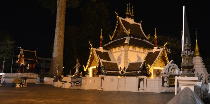 Thailand: Chiang Mai - Tempel bei Nacht