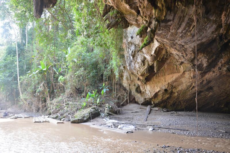 Fluß an der Tham Lot in Thailand