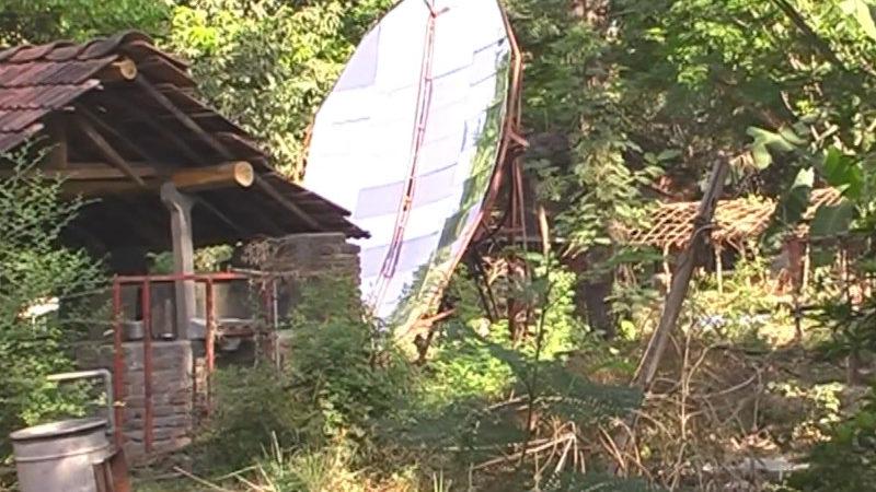 Solarofen - Hohlspiegel im Ashram Sampoorna kranti