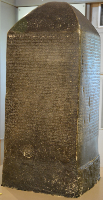 Thail. Nationalmuseum Sukothai, Schriftsäule mit Thai - Schrift