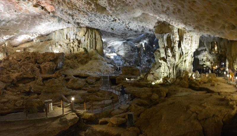 Höhle in der Ha Long Bucht
