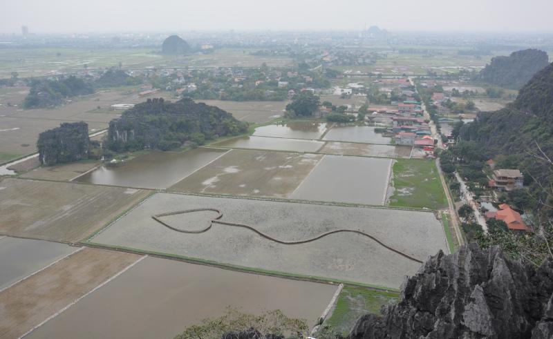Vietnam Mua Cave