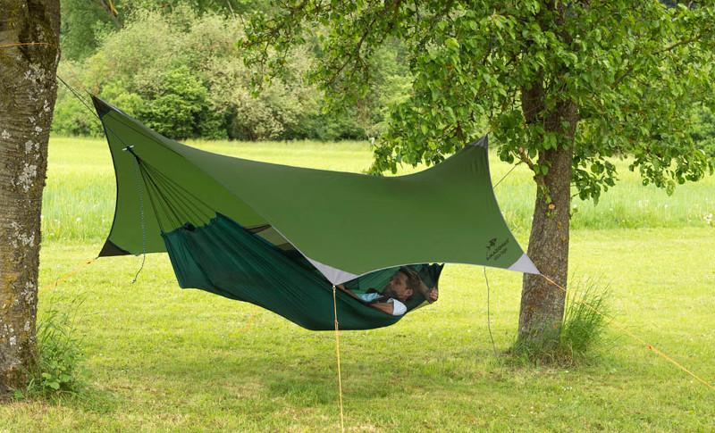 leichtes Travellertarp über kleiner Reise Hängematte outdoor  als Dach