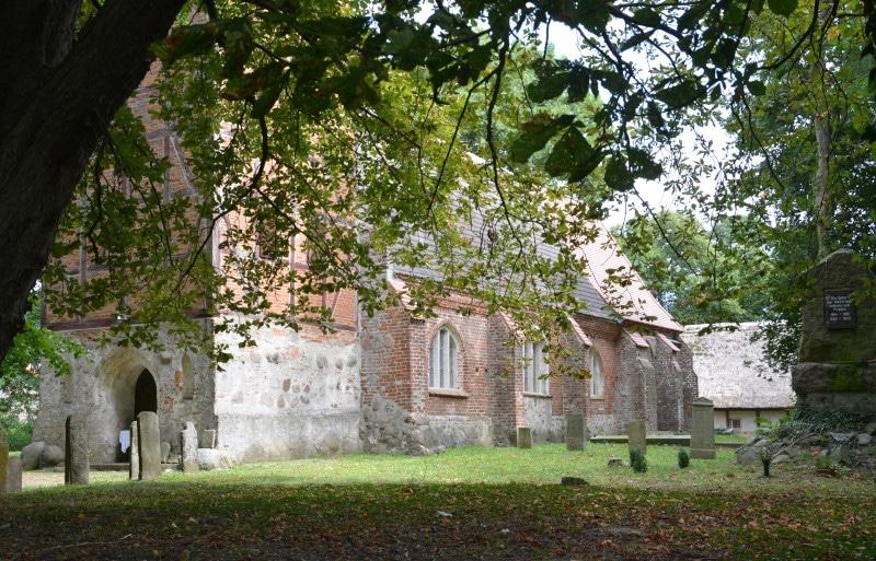 Urlaub Rügen - Ostsee - Radtour Kirche Swantow