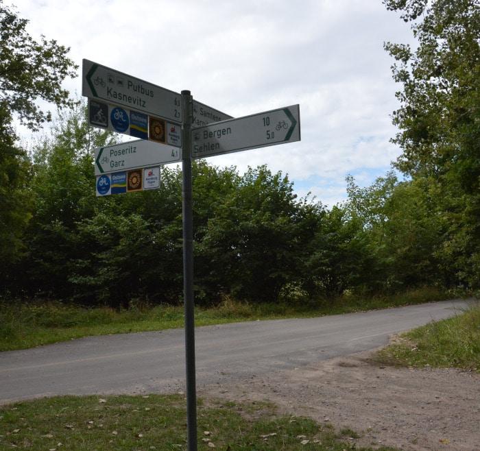 Rügen-Radtour Wegweiser Fahrradwege Bergen - Garz - Putbus