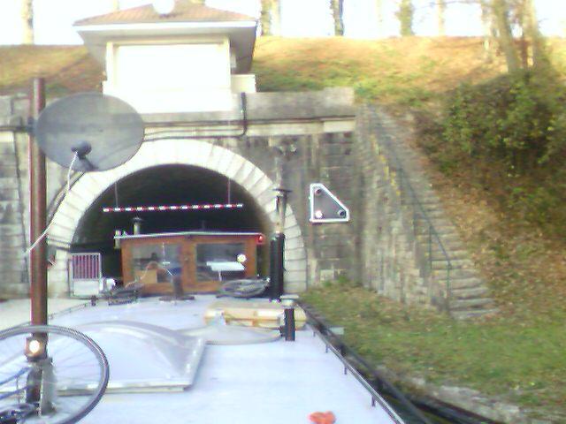 Flußboot in Frankreich - nach Tunnel
