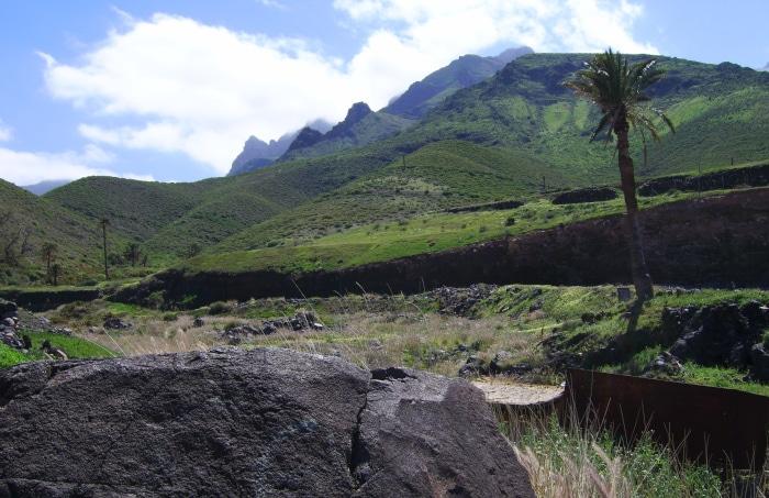Gran Canaria - Berglandschaft mit Bergpfaden im Norden