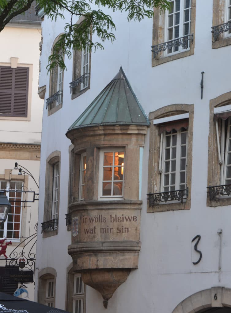 "Luxemburg City  - Erker in der Altstadt ""Wir wölle bleiwe wat mir sin"""