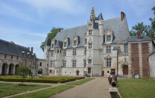 Radtour Frankreich Reims - Mont-Saint-Michel: Bischhofspalast Beauvais