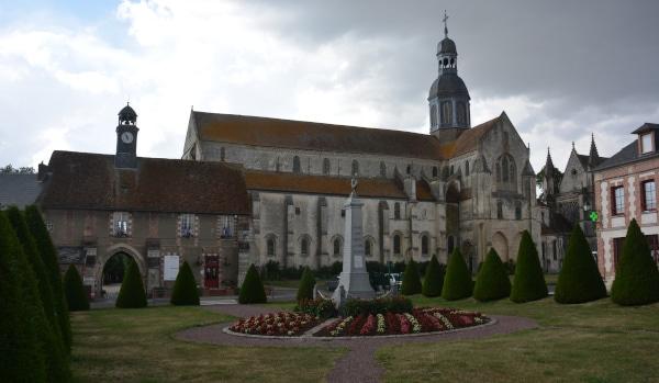 Radtour Frankreich Reims - Mont-Saint-Michel: Gewitterstimmung in Saint Germer de Fly