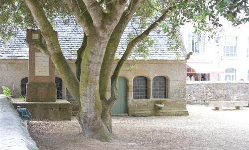 Kirchhof in Roscoff, Bretagne - Frankreich