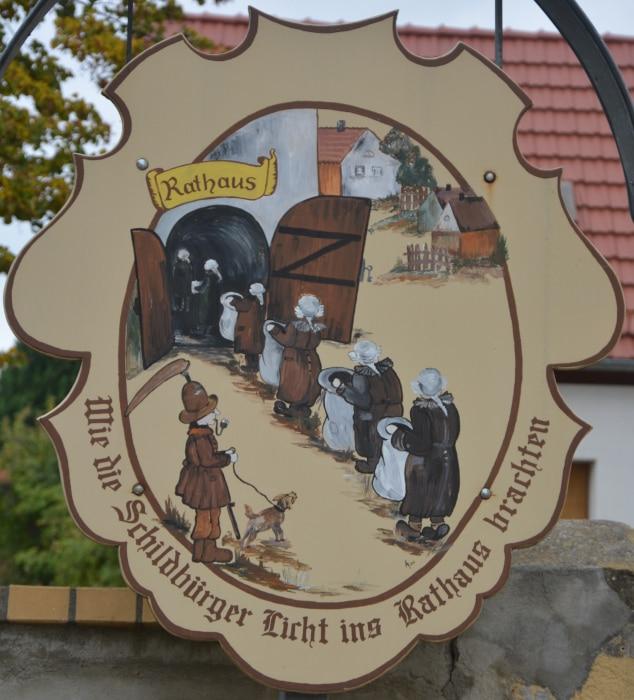 Schildau Stadt der Schildbürger - Licht ins Rathaus tragen