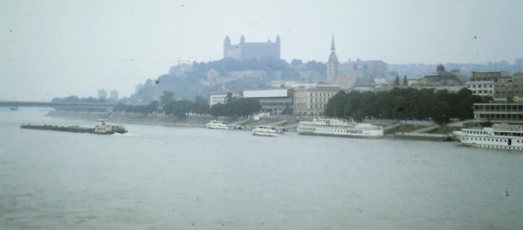 Sommer 89 - Blick über die Donau auf Bratislava