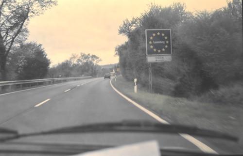 on the road - Grenze zu Luxemburg