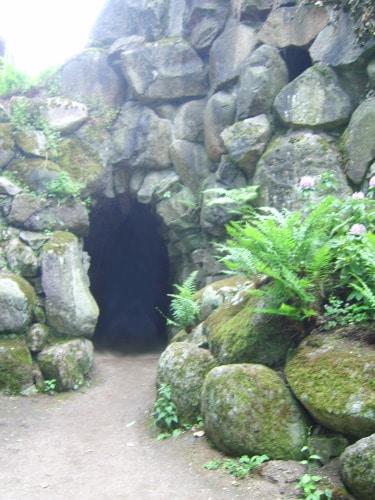Wörlitzer Park: Eremitenhöhle in der Romantischen Partie