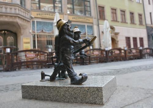 Wroclaw fire fighter dwarfs in extinguishing attack on the Garrison Church