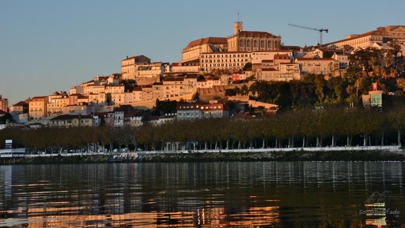 Altstadthügel und Universität von Coimbra am Fluß Mondego