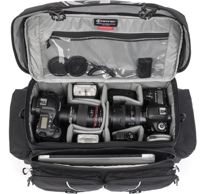 Fotoausrüstung beispielhaft in der Kameratasche  Tamrac